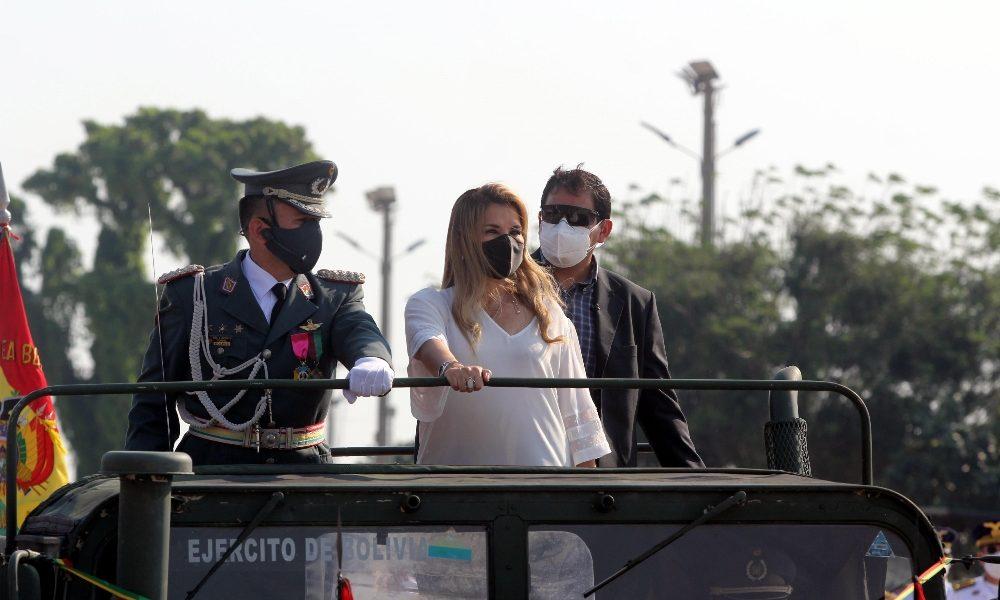 Foto dell'ex presidente, Jeanine Añez