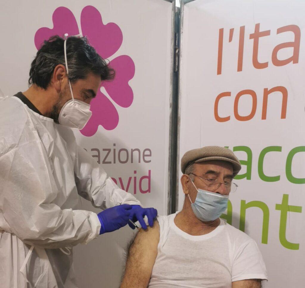Scarseggiano le dosi vaccinali in Puglia