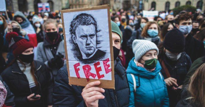 Foto di manifestanti per Aleksej Naval'nyj