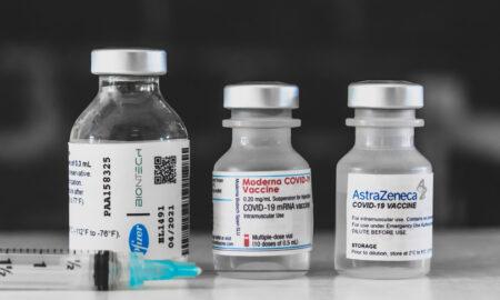 Foto di provette con vaccini