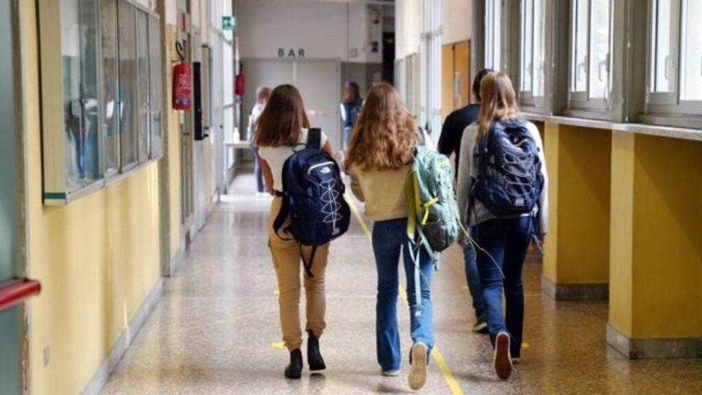 Foto di ragazze a scuola