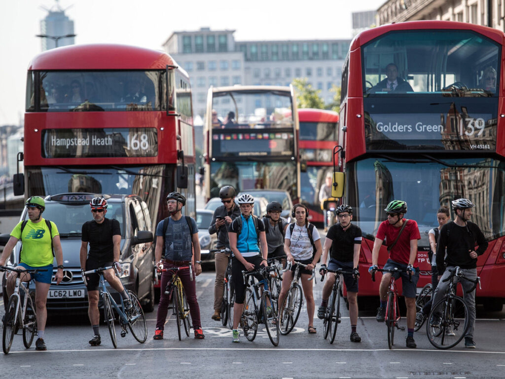 Foto di ciclisti in strada