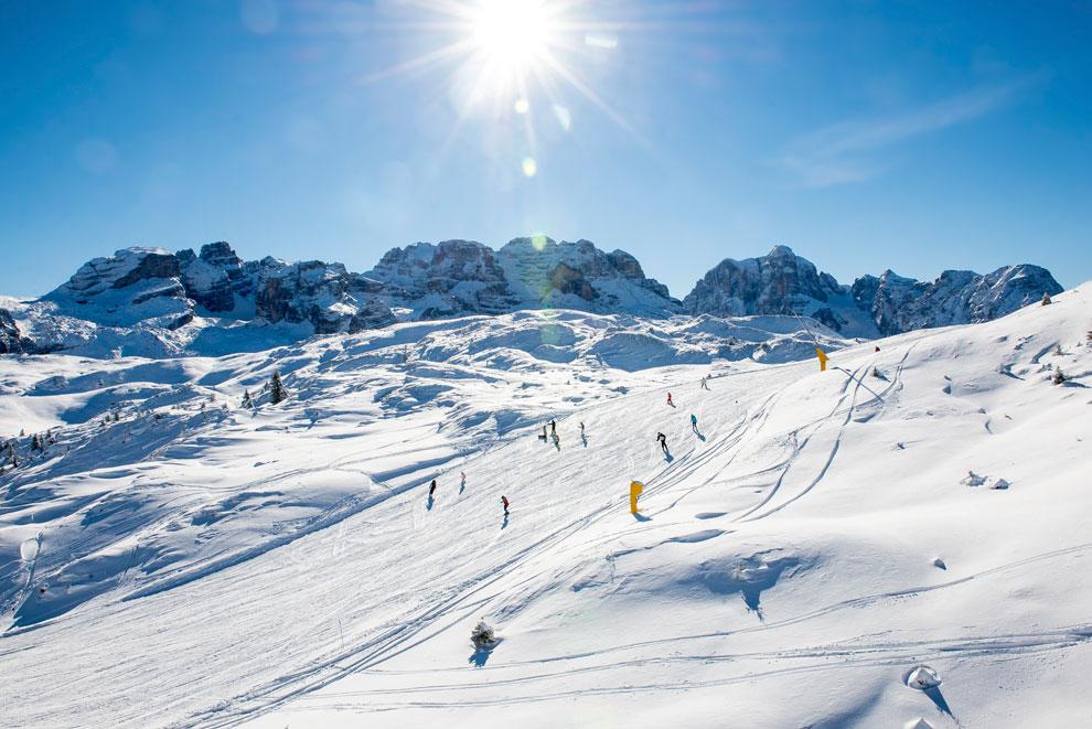 Foto di una pista da sci in montagna