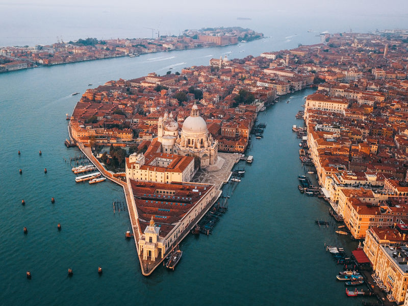 Venezia una delle città più colpite economicamente dal virus