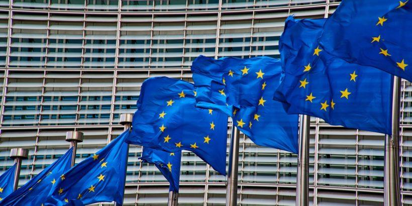 foto della bandiera dell'Unione Europea