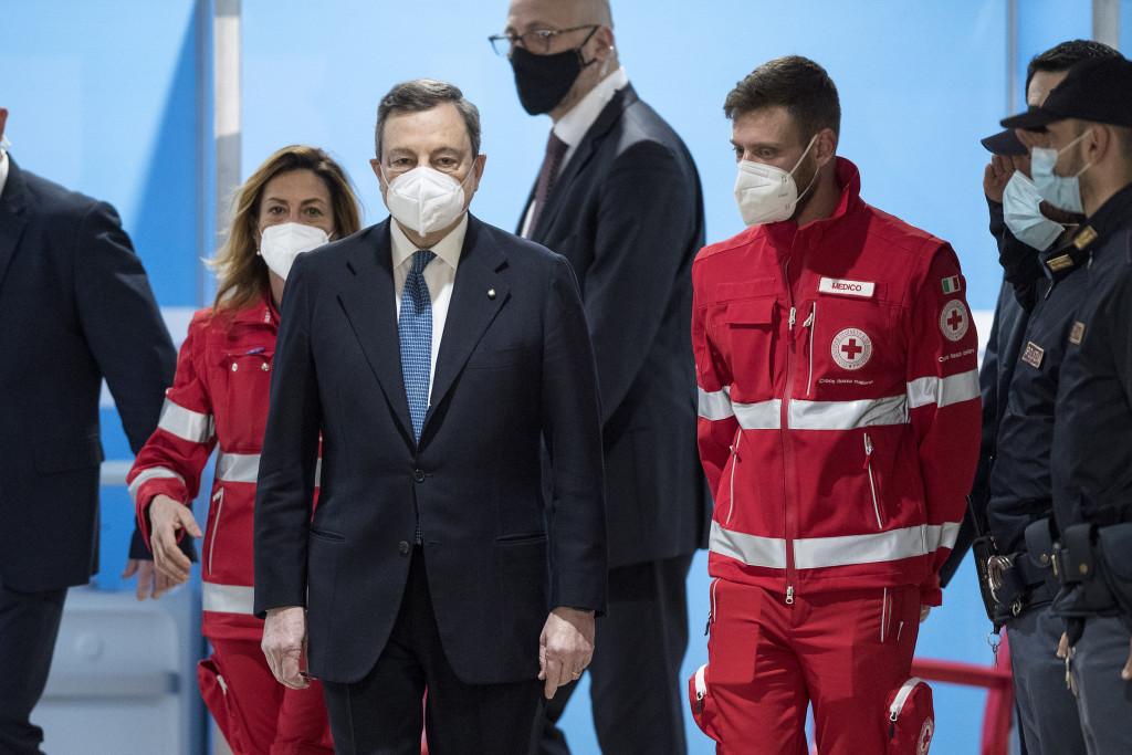 Draghi in visita al centro vaccinazioni di fiumicino