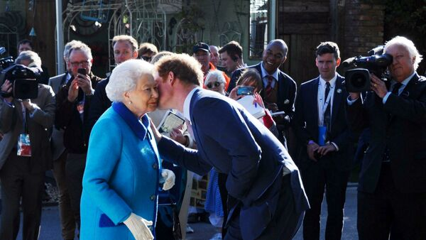 Compleanno regina Elisabetta e assenza di Harry
