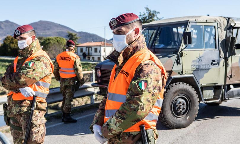 il primo hub vaccinale gestito dall'esercito a roma