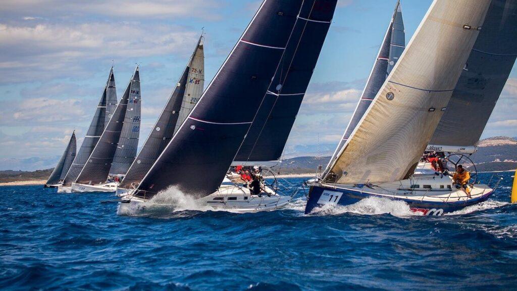 Foto di una regata dello sport vela